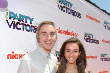 "Tom Jordan Nickelodeon ""iParty With Victorious"" Premiere - Orange Carpet"