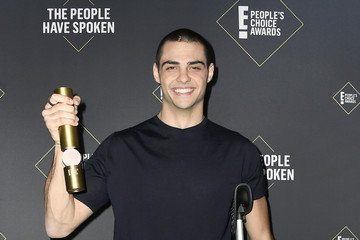 Noah Centineo 2019 E! People's Choice Awards - Social Crops