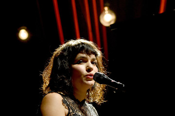 Norah Jones MusiCares Person Of The Year Tribute To Bob Dylan - Roaming Show