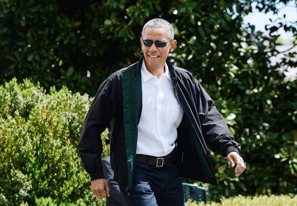 obama departs the white house en route to camp david. Black Bedroom Furniture Sets. Home Design Ideas