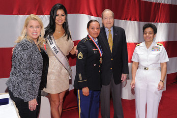 Oliver Mendell USO Honors Military Women And Women Business Leaders At 45th Annual Woman Of The Year Luncheon