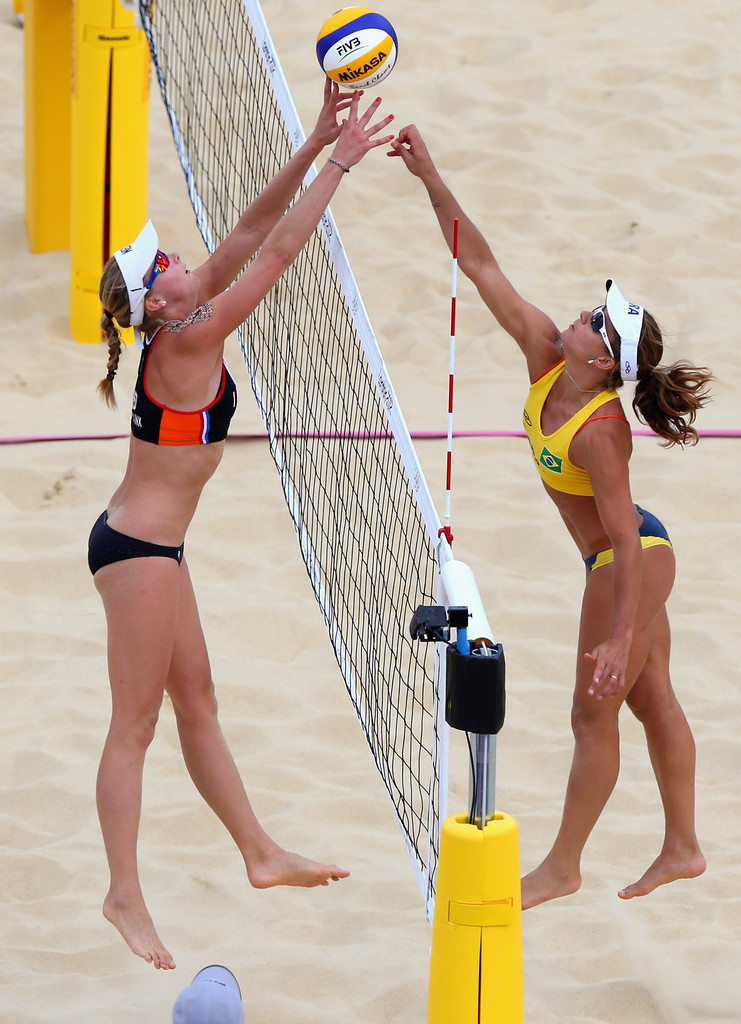 Madelein Meppelink Photos Photos - Olympics Day 7 - Beach Volleyball ...