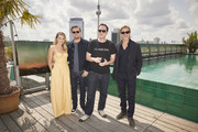 "(L-R) Margot Robbie, Leonardo Di Caprio, Quentin Tarantino and Brad Pitt pose during the press junket for ""Once Upon A Time... In Hollywood"" at Soho House on August 01, 2019 in Berlin, Germany."