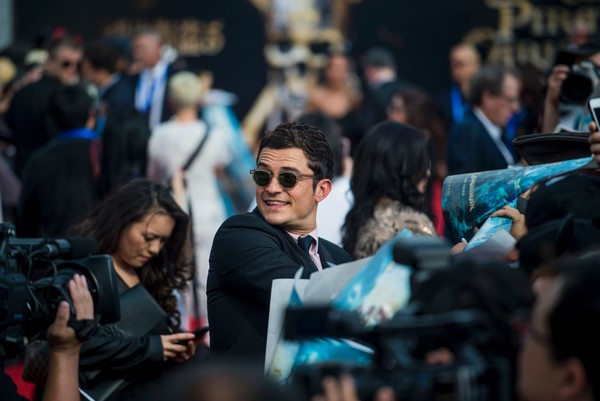 http://www2.pictures.zimbio.com/gi/Orlando+Bloom+Pirates+Caribbean+Dead+Men+Tell+rwNb_NIVNchl.jpg