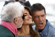 "(L-R) Director Pedro Almodovar, Penelope Cruz and Antonio Banderas attend the ""Pain And Glory (Dolor Y Gloria/ Douleur Et Glorie)"" photocall during the 72nd annual Cannes Film Festival on May 18, 2019 in Cannes, France."