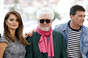"Penelope Cruz, Director Pedro Almodovar and Antonio Banderas attend the ""Pain And Glory (Dolor Y Gloria/ Douleur Et Glorie)"" photocall during the 72nd annual Cannes Film Festival on May 18, 2019 in Cannes, France."