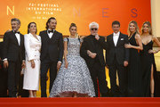 """(L-R) Leonardo Sbaraglia, Nieves Alvarez, Asier Etxeandia, Penelope Cruz, wearing Atelier Swarovski Fine Jewelry, Director Pedro Almodovar, Antonio Banderas, Nicole Kimpel and her twin sister attend the screening of """"Pain And Glory (Dolor Y Gloria/Douleur Et Gloire)"""" during the 72nd annual Cannes Film Festival on May 17, 2019 in Cannes, France."""