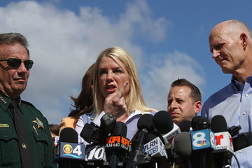 Pam Bondi Florida Town of Parkland in Mourning After Shooting at Marjory Stoneman Douglas High School Kills 17