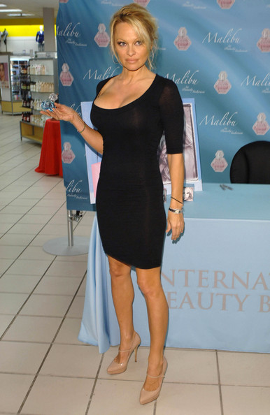 Pamela anderson black dress