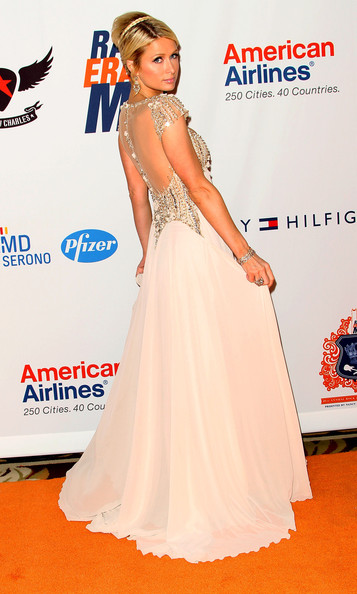 http://www2.pictures.zimbio.com/gi/Paris+Hilton+18th+Annual+Race+Erase+MS+Gala+qjVNcY6Nmdpl.jpg