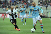 Cicero Moreira Jonathan (L) of Parma competes with Marco Di Vaio of Bologna during the Serie A match between Parma FC and Bologna FC at Stadio Ennio Tardini on May 13, 2012 in Parma, Italy.