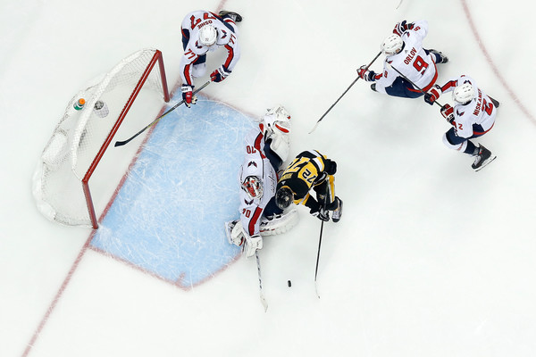 Patric Hornqvist and Braden Holtby Photos - 1 of 11