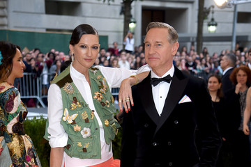 """Paul Feig Laurie Karon """"Rei Kawakubo/Comme des Garcons: Art of the In-Between"""" Costume Institute Gala - Arrivals"""