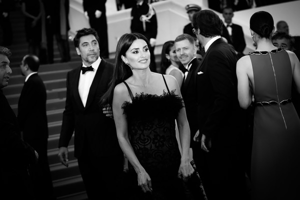 Alternative View In Black & White - The 71st Annual Cannes Film Festival [image,jewels,everybody knows,photograph,black,people,black-and-white,monochrome,event,monochrome photography,snapshot,dress,photography,penelope cruz,javier bardem,alternative view in black white,atelier swarovski fine jewelry,l,cannes film festival,screening]