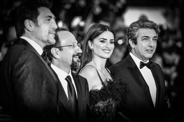 Alternative View In Black & White - The 71st Annual Cannes Film Festival [jewels,image,photograph,facial expression,suit,black-and-white,monochrome photography,event,monochrome,formal wear,snapshot,photography,javier bardem,asghar farhadi,actors,alternative view in black white,l-r,cannes,france,cannes film festival]
