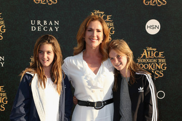 Peri Gilpin Premiere of Disney's 'Alice Through The Looking Glass' - Arrivals