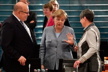 Peter Altmaier Angela Merkel Meets With Mayors Over Air Pollution