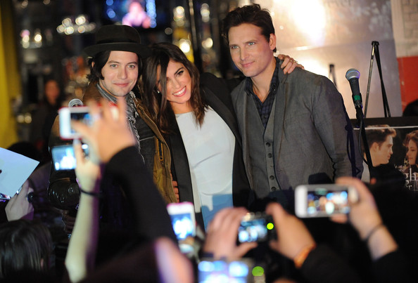 peter facinelli and fans