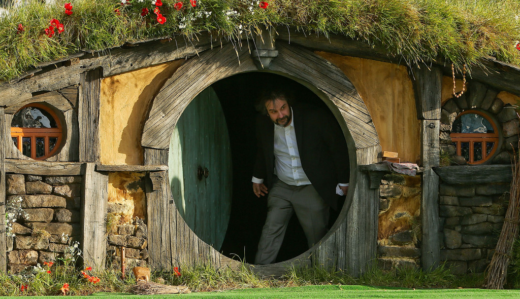 http://www2.pictures.zimbio.com/gi/Peter+Jackson+Hobbit+Unexpected+Journey+World+pnGgJpNbzOWx.jpg