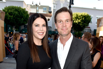 Peter Krause Stars Arrive to the Premiere of 'Max'