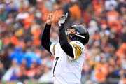Ben Roethlisberger #7 of the Pittsburgh Steelers celebrates after James Conner #30 scores a touchdown during the second quarter of the game against the Cincinnati Bengals at Paul Brown Stadium on October 14, 2018 in Cincinnati, Ohio.