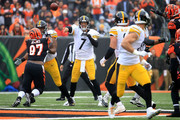 Ben Roethlisberger #7 of the Pittsburgh Steelers throws a pass during the first quarter of the game against the Cincinnati Bengals at Paul Brown Stadium on October 14, 2018 in Cincinnati, Ohio.