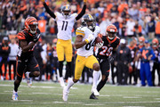 Antonio Brown #84 of the Pittsburgh Steelers out runs Dre Kirkpatrick #27 of the Cincinnati Bengals and Tony McRae #29 to score the game winning touchdown during the fourth quarter at Paul Brown Stadium on October 14, 2018 in Cincinnati, Ohio. Pittsburgh defeated Cincinnati 28-21.