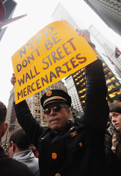 Police Move In To Clear Occupy Wall Street Camp In Zuccotti Park