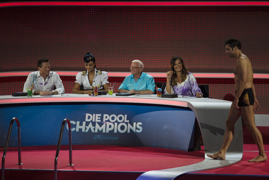 Carsten spengemann photos photos 39 pool champions 39 live for Pool show discovery