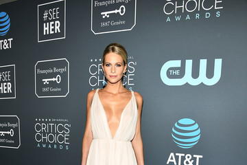 Poppy Delevingne Claire Foy Accepts The #SeeHer Award At The 24th Annual Critics' Choice Awards