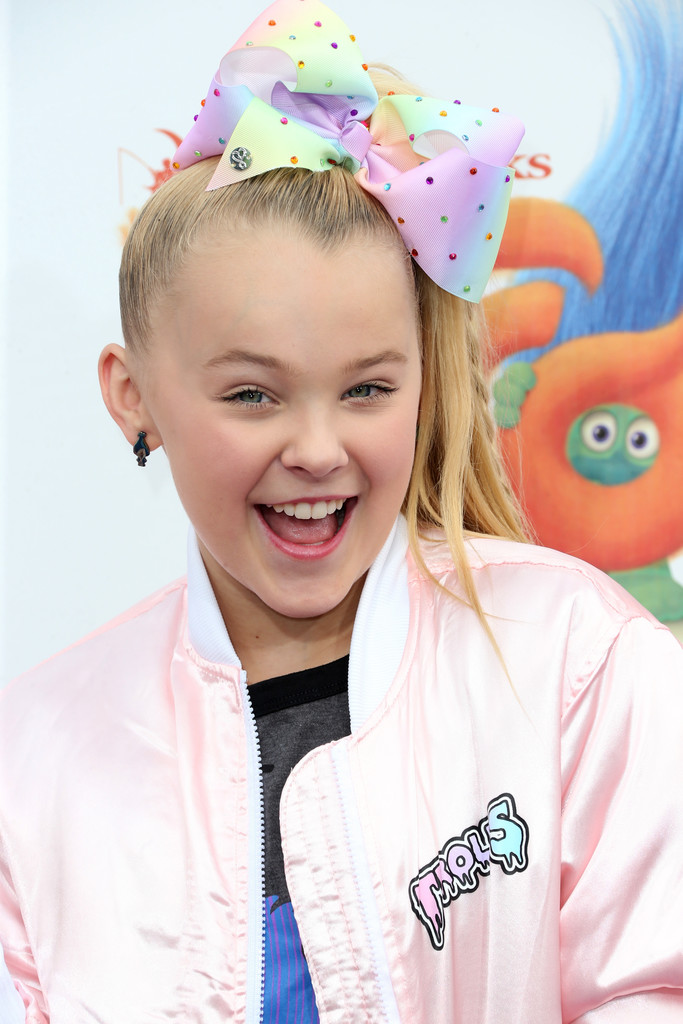 jojo siwa - jojo siwa photos - premiere of 20th century fox u0026 39 s  u0026 39 trolls u0026 39  - arrivals