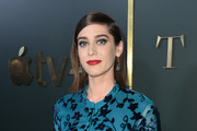Lizzy Caplan arrives at the premiere of Apple TV+'s 'Truth Be Told' at AMPAS Samuel Goldwyn Theater on November 11, 2019 in Beverly Hills, California.