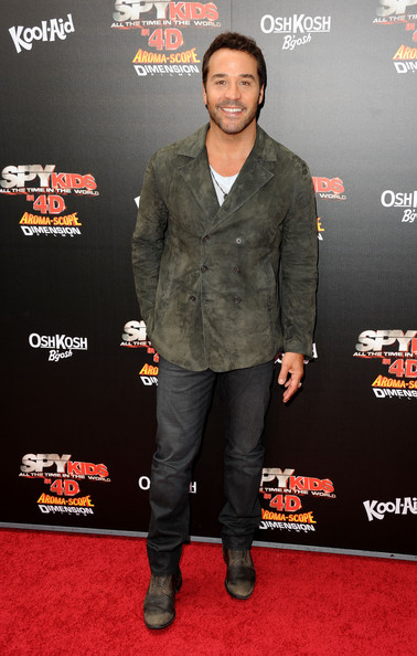 "Actor Jeremy Piven arrives at ""Spy Kids: All The Time In The World 4D"" Los Angeles premiere at the Regal Cinemas L.A. Live on July 31, 2011 in Los Angeles, California."