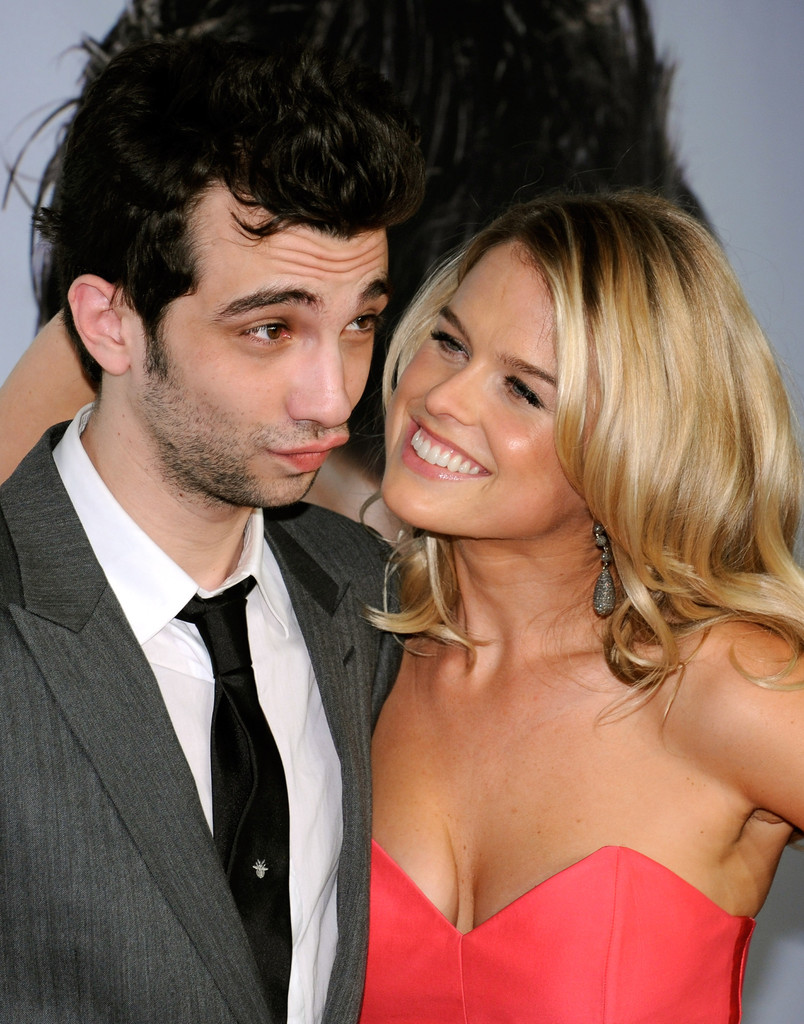 jay baruchel and alice eve photos photos premiere of dreamworks