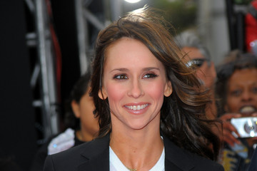 """Jennifer Love Hewitt Premiere Of Sony Pictures' """"This Is It"""" - Arrivals"""