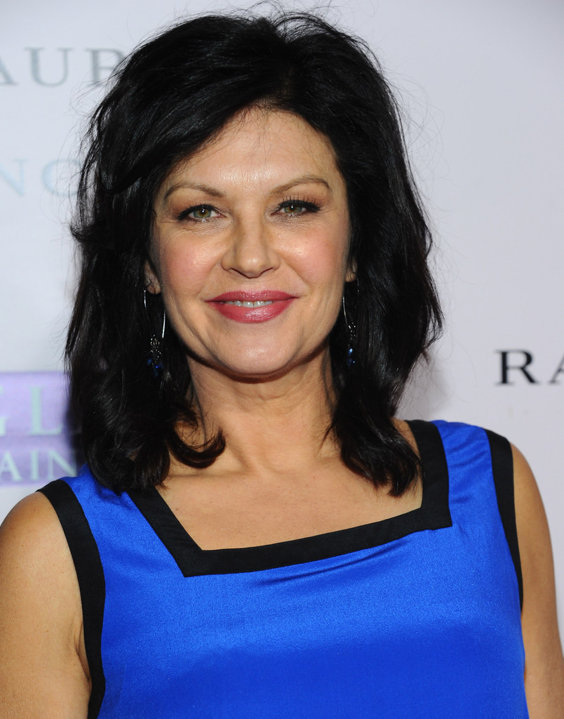 Communication on this topic: Mona Ray, wendy-crewson/
