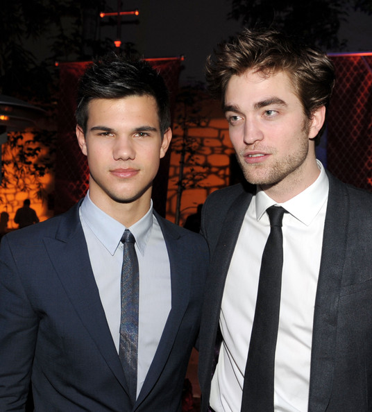"Actors Taylor Lautner (L) and Robert Pattinson arrive at the afterparty for the premiere of Summit Entertainments ""The Twilight Saga: New Moon"" at the Hammer Museum on November 16, 2009 in Los Angeles, California."