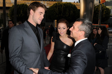"""Miley Cyrus Liam Hemsworth Premiere Of Touchstone Pictures' """"The Last Song"""" - Arrivals"""