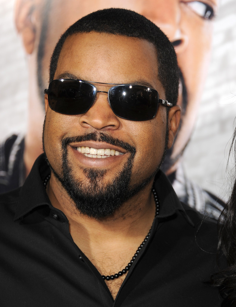 ice cube pictures 39 ride along 39 premieres in hollywood. Black Bedroom Furniture Sets. Home Design Ideas