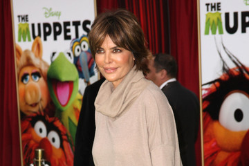 """Lisa Rinna Premiere Of Walt Disney Pictures' """"The Muppets"""" - Arrivals"""