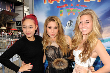 """Hunter Daily Salomon Premiere Of Warner Bros. Pictures' """"Happy Feet Two"""" - Red Carpet"""