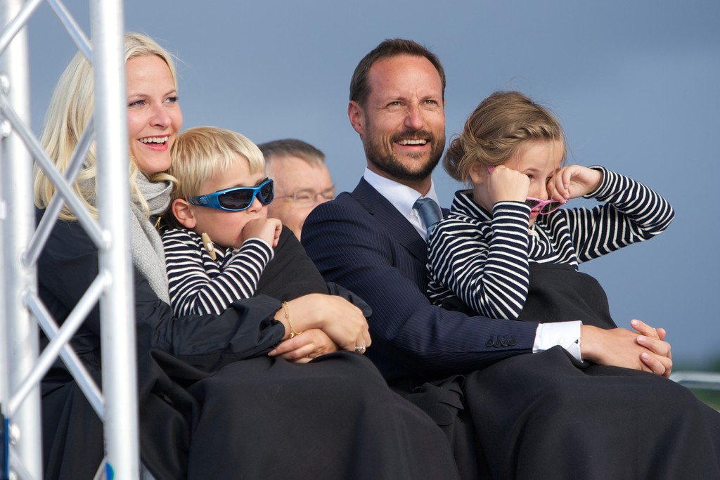 King And Queen Of Norway http://www.zimbio.com/photos/Prince+Haakon+Of+Norway/King+Harald+Queen+Sonja+Norway+Celebrate+Their/36QulA0WuFx