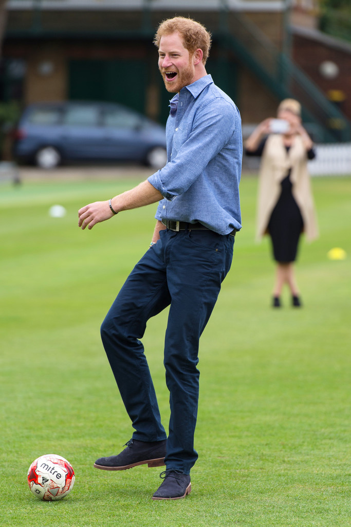 http://www2.pictures.zimbio.com/gi/Prince+Harry+Celebrates+Expansion+Coach+Core+pOO4WImlWaMx.jpg
