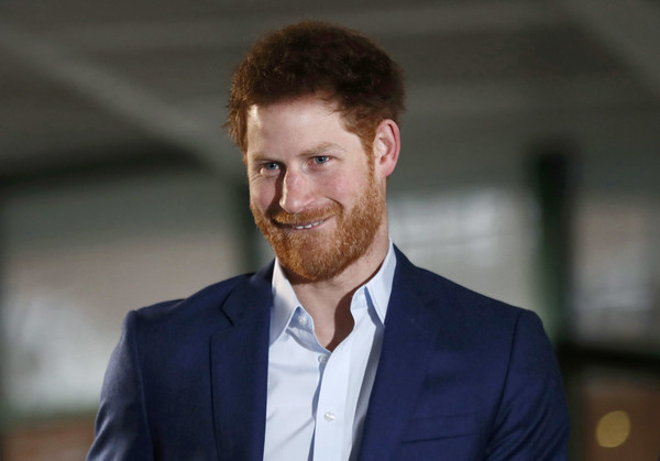 Prince+Harry+Visits+London+Ambulance+Service+oMSloxnHpbFl.jpg