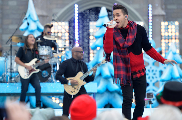 Frozen Christmas Special.Prince Royce Photos Photos Frozen Christmas Celebration