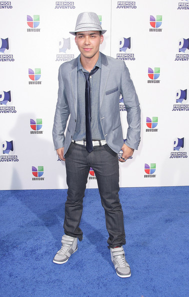 Prince Royce Photos Photos - Univisions 8th Annual Premios ...