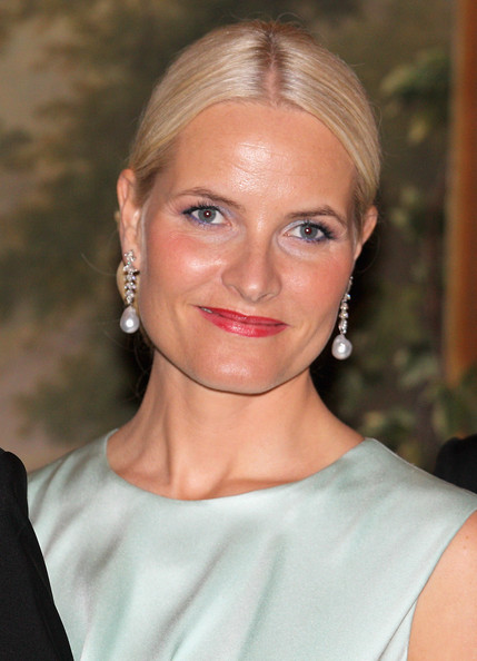 Crown Princess Mette-Marit attends an official dinner at the Norwegian Royal Palace on March 20, 2012 in Oslo, Norway.  Prince Charles, Prince of Wales and Camilla, Duchess of Cornwall are on a Diamond Jubilee tour of Scandinavia that takes in Norway, Sweden and Denmark.