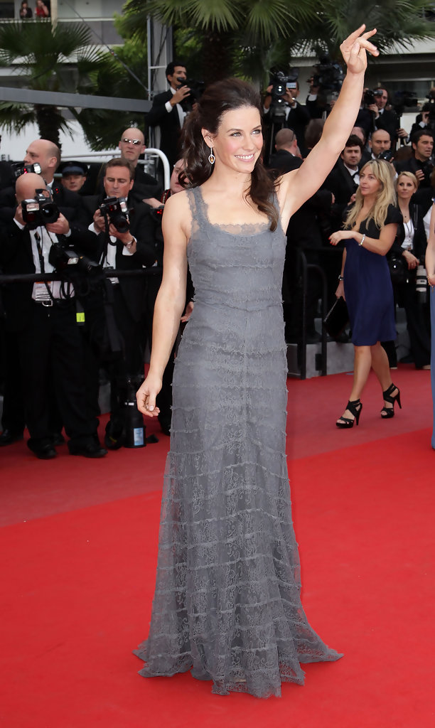 evangeline lilly dating life Actress evangeline lilly has said she doesn't believe in marriage anymore, and  that she's selective about the men in her life let's take a look.