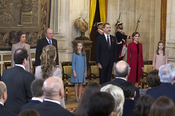 King Felipe of Spain Delivers Collar of The Distinguished 'Toison de Oro' to Princess Leonor [spain delivers collar of the distinguished toison de oro,event,choir,government,music,performance,ceremony,felipe,leonor,letizia,juan carlos,king,queen,spain,sofia,order of golden fleece]