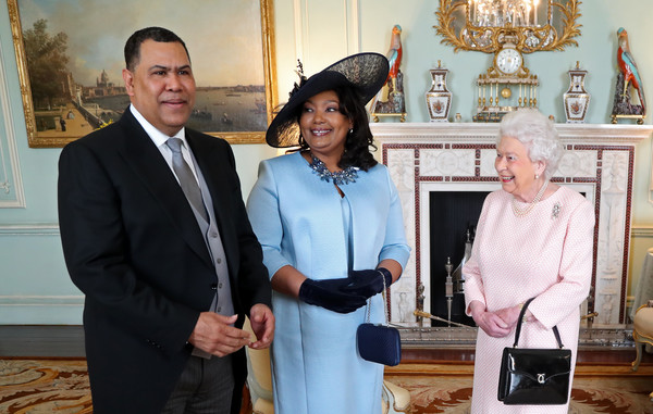 Private Audiences With The Queen At Buckingham Palace Zimbio
